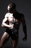 сексуальное строителя тела мышечное Стоковая Фотография
