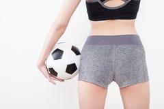 Сексуальное тело женщины с футбольным мячом Стоковое Изображение