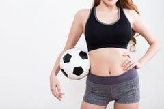 Сексуальное тело женщины с футбольным мячом Стоковое Фото