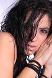 сексуальное черных волос длиннее модельное намочило Стоковые Изображения RF