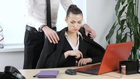 Сексуальные домогательства секретарши