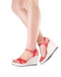 Сексуальные ноги женщины в красных ботинках Стоковые Изображения RF