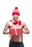 Сексуальный мачо подарок красного цвета удерживания Стоковое Изображение