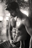 Сексуальный человек буйволовой кожи Стоковая Фотография RF