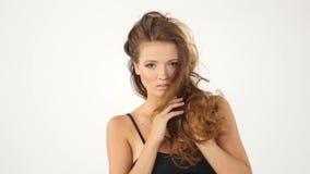 Сексуальная девушка изолированная на белой предпосылке горяче сток-видео