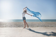 Сексуальная девушка на пляже Стоковые Изображения RF