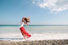 Сексуальная девушка на пляже Стоковая Фотография