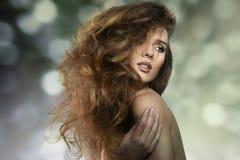 Сексуальная девушка с шальной причёской Стоковые Изображения