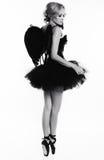 Сексуальная девушка танцора балерины с светлыми волосами в роскошных танцах одевает Стоковые Фото