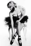 Сексуальная девушка танцора балерины с светлыми волосами в роскошных танцах одевает Стоковые Изображения RF