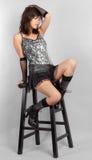 Сексуальная женщина в верхней части Sequin и мини юбке Стоковые Изображения RF