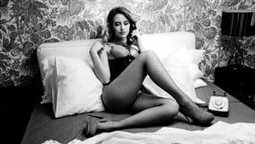 Сексуальная женщина телефона диско видеоматериал