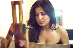 Сексуальная картина девушки на холсте Стоковая Фотография RF