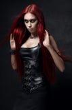 Сексуальная красная с волосами женщина стоковое изображение