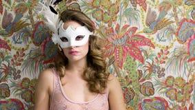 Сексуальная кровать маски женщины видеоматериал