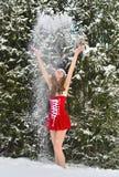 Сексуальная молодая Санта-девушка в лесе ели зимы Стоковое Фото