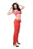 Сексуальное красивейшее брюнет в красные джинсыы Стоковое фото RF