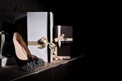 Сексуальный модный ботинок и подарочная коробка Стоковое Фото