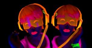 Сексуальный неоновый ультрафиолетовый танцор зарева Стоковое Фото