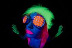 Сексуальный неоновый ультрафиолетовый танцор зарева Стоковые Изображения