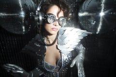 Сексуальный танцор диско в костюме решителя Стоковые Изображения