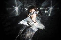 Сексуальный танцор диско в костюме решителя Стоковое Фото