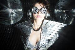 Сексуальный танцор диско в костюме решителя Стоковое Изображение RF