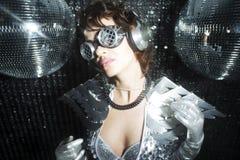 Сексуальный танцор диско в костюме решителя Стоковая Фотография RF