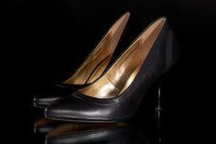 Сексуальный черный кожаный ботинок суда высокой пятки шпилек ` s женщины классический Стоковое Изображение RF