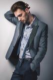 Сексуальный человек в классическом платье Стоковые Фото