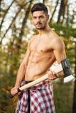 Сексуальный человек с осью Стоковые Изображения RF