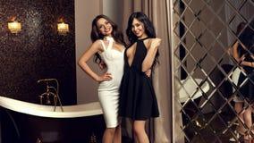 2 сексуальных девушки нося платье Стоковые Фото