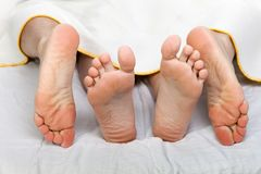 секс человека кровати Стоковые Изображения RF