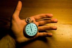 секундомер мужчины удерживания руки Стоковое Изображение RF