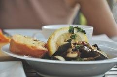 Селективный фокусировать пряной мидии, еды закуски традиционной стоковые изображения rf