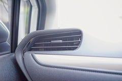 Селективный фокус, кондиционер автомобиля, интерьер с космосом экземпляра, воздушные потоки автомобиля внутри автомобиля, совреме Стоковые Фотографии RF