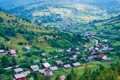 Село в долине стоковые изображения