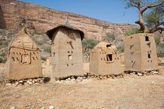 село Мали зернохранилищ dogon Африки Стоковые Изображения