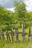 село сада загородки старое деревянное Стоковые Изображения RF