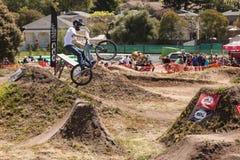 СЕЛО APTOS - 14-ОЕ АПРЕЛЯ: 4-ые Ежегодный Fe горного велосипеда Santa Cruz Стоковое Изображение