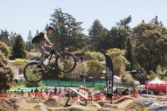 СЕЛО APTOS - 14-ОЕ АПРЕЛЯ: 4-ые Ежегодный Fe горного велосипеда Santa Cruz Стоковое Изображение RF