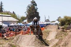 СЕЛО APTOS - 14-ОЕ АПРЕЛЯ: 4-ые Ежегодный Fe горного велосипеда Santa Cruz Стоковые Фотографии RF