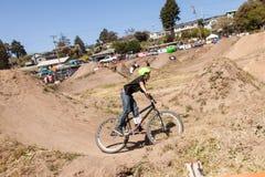 СЕЛО APTOS - 14-ОЕ АПРЕЛЯ: 4-ые Ежегодный Fe горного велосипеда Santa Cruz Стоковые Изображения