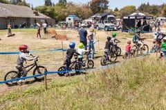 СЕЛО APTOS - 14-ОЕ АПРЕЛЯ: 4-ые Ежегодный Fe горного велосипеда Santa Cruz Стоковые Изображения RF