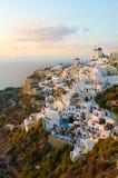 Село Oia на острове Santorini, Греции Стоковые Фото