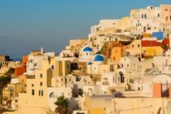 Село Oia на острове Santorini, Греции Стоковое Изображение