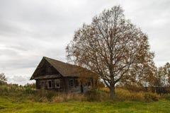 Село Qashqani в центральном Karelia. Дом Стоковые Фото