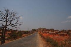 Сельская ангольская община со снабжением жилищем самана стоковые фото
