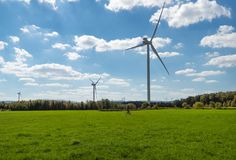 Сельская ветровая электростанция в северной части штата Нью-Йорке стоковое фото rf
