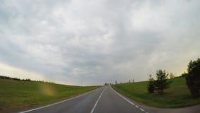 Сельская дорога и дождевые облако сток-видео
